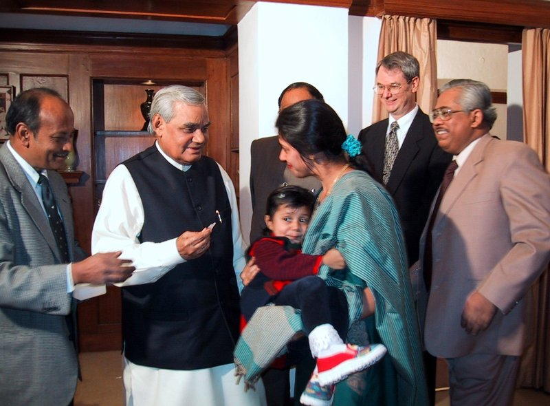 Prime Minister Vajpayee and Robert Kim-Farley 2000-12-03.jpg